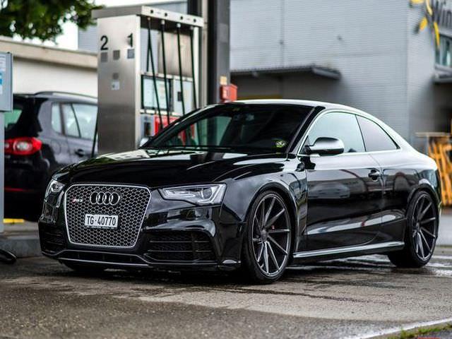 Черная Audi - RS5 с вариаторной коробкой передач (CVT)