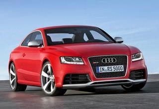 Автомобиль Audi в красном цвете